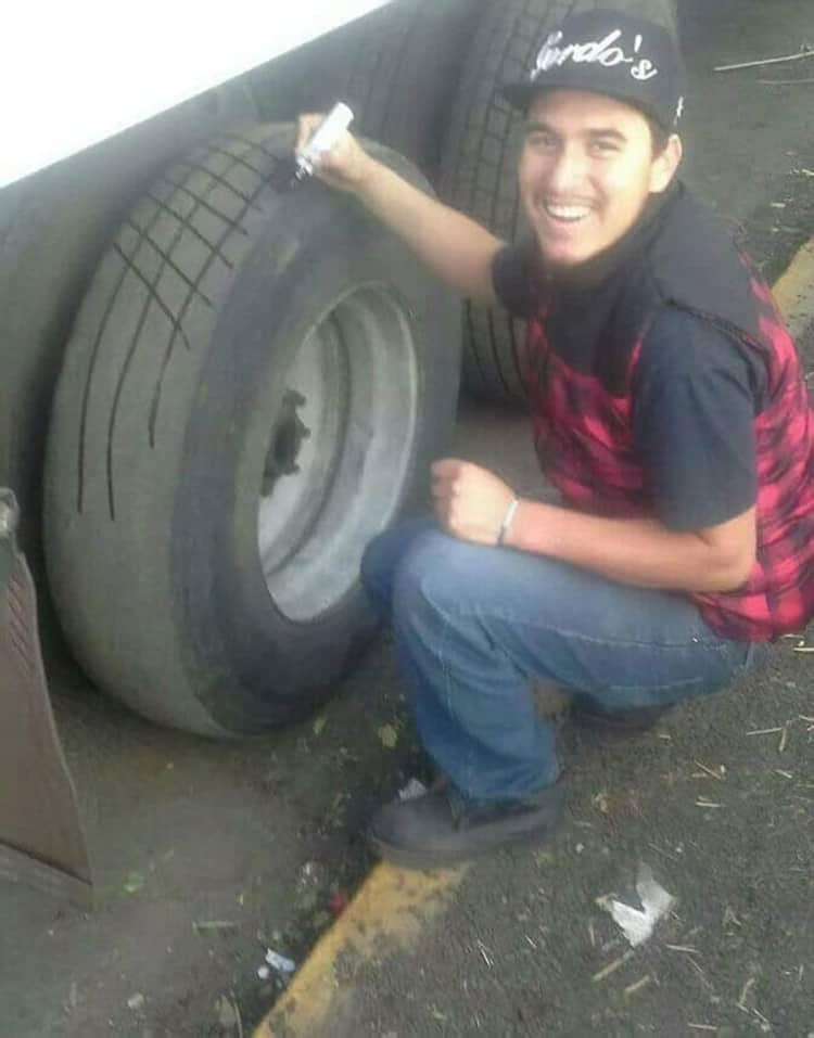 repairing-worn-out-tires-funny-life-hacks