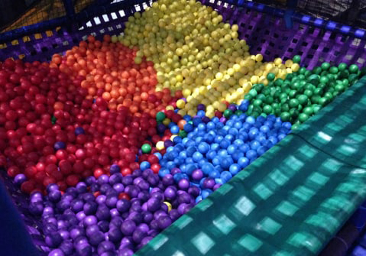 separating-balls-by-color-ballpit-silly-things-bored-people-do