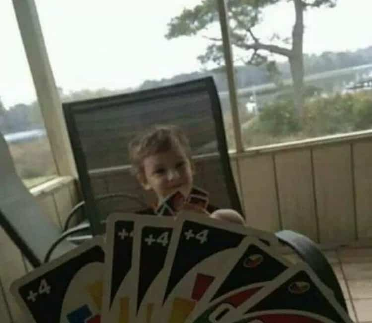 slaying-a-kid-with-uno-cards-funny-random-pics