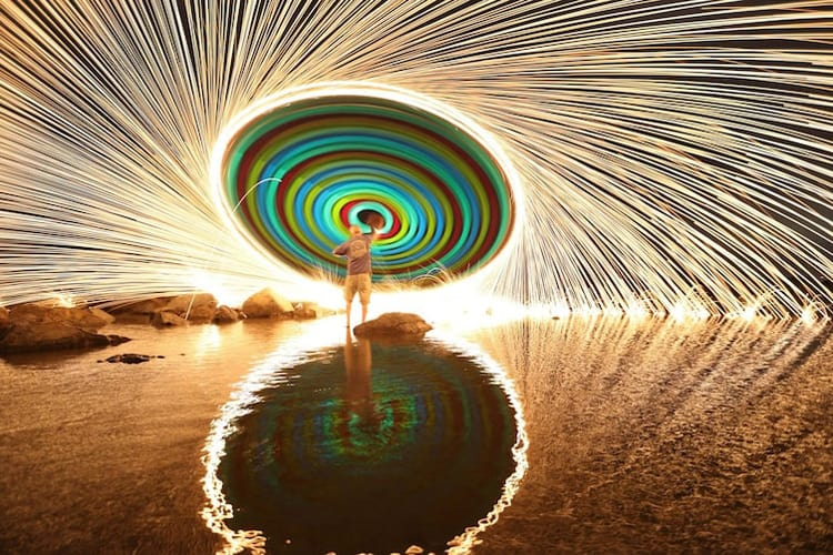 swirling-glow-stick-using-a-3-second-exposure-photography-coolest-things