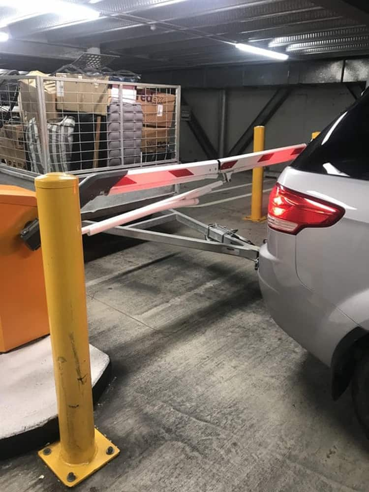 trailer-stopped-by-car-park-barrier-regrettable-photos