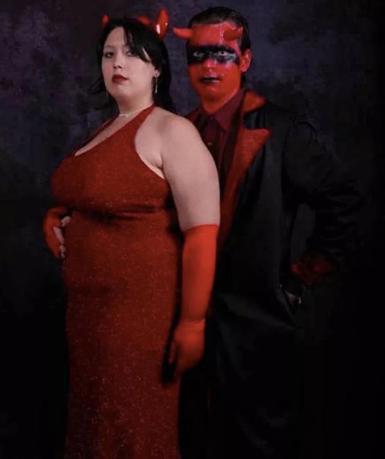 devil-couple-hilarious-prom-photos