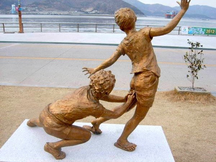 korea-statue-funny-random-photos