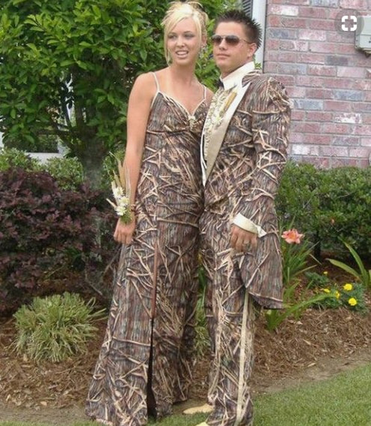 matching-wooden-outfit-hilarious-prom-photos