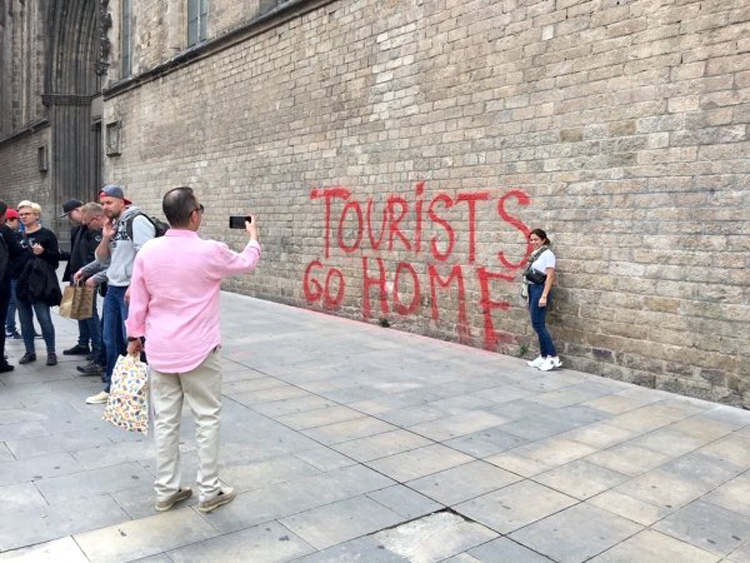 tourists-go-home-outrageous-photos