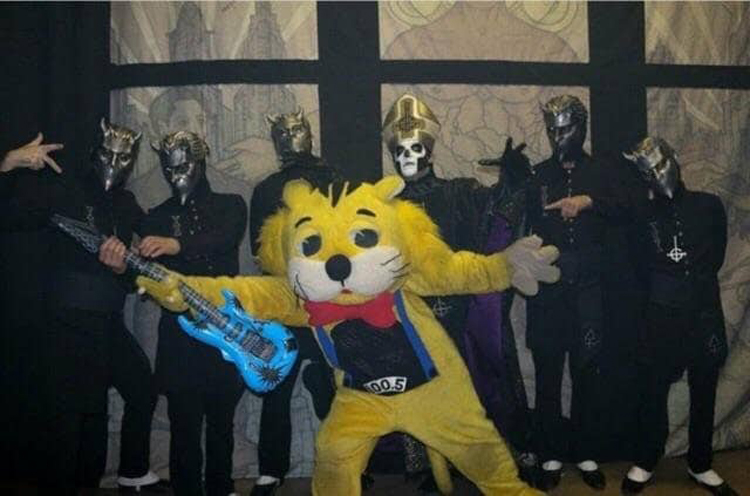 weird-band-with-tiger-mascot-insane-photos