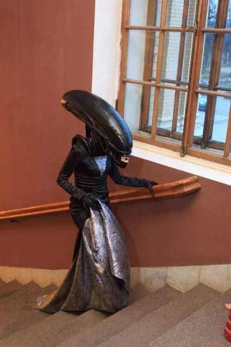 xenomorph-dress-hilarious-prom-photos