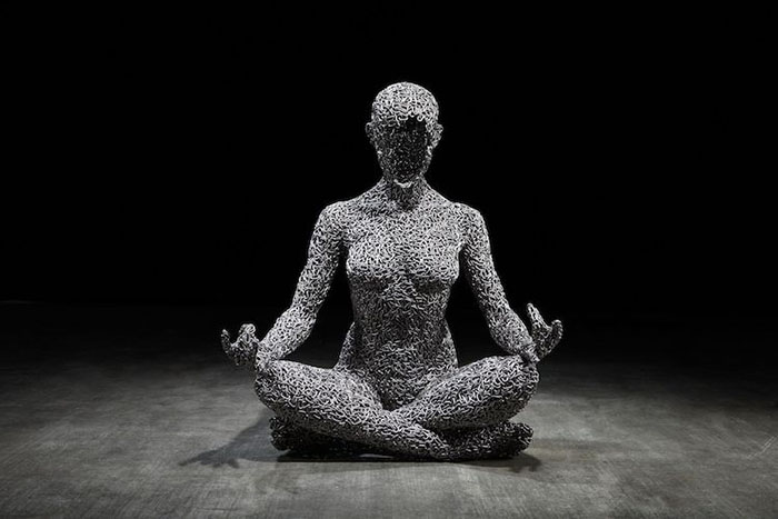 chain sculpture meditating