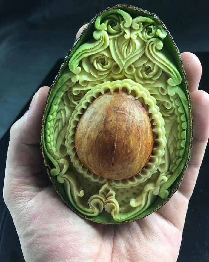 daniele-barresi-food-carving-avocado