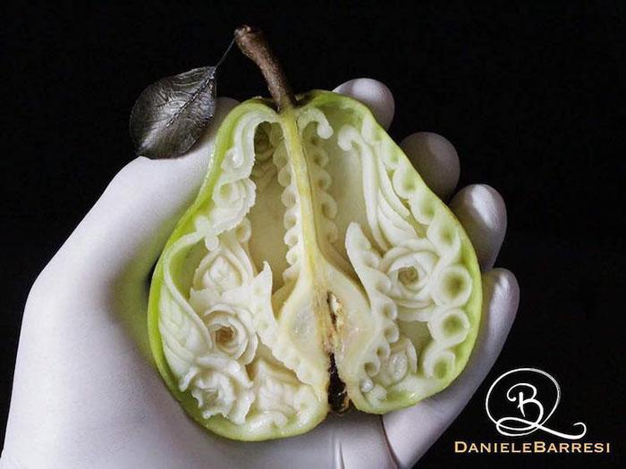 daniele-barresi-food-carving-pear