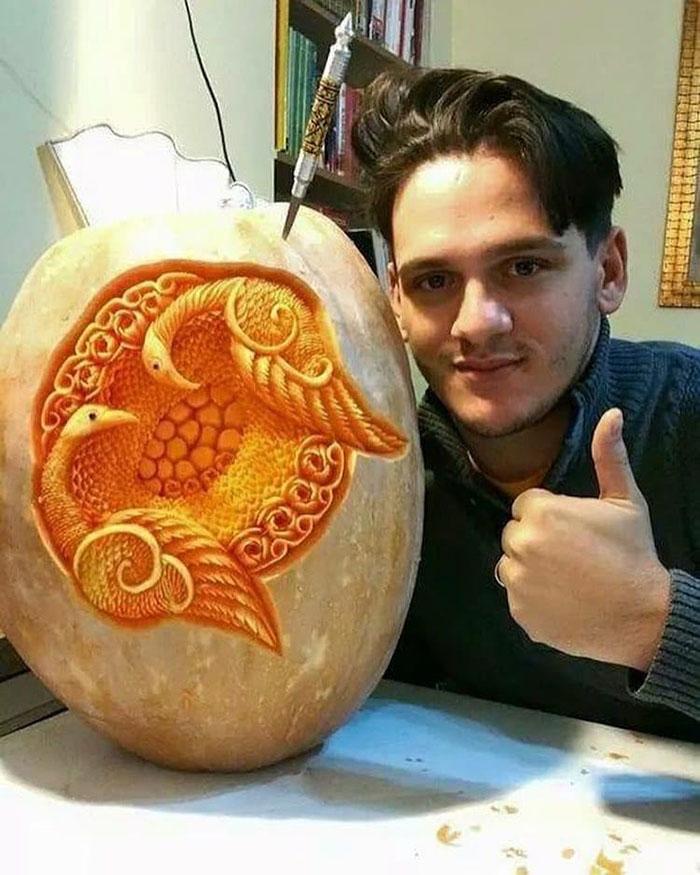 daniele-barresi-food-carving pumpkin