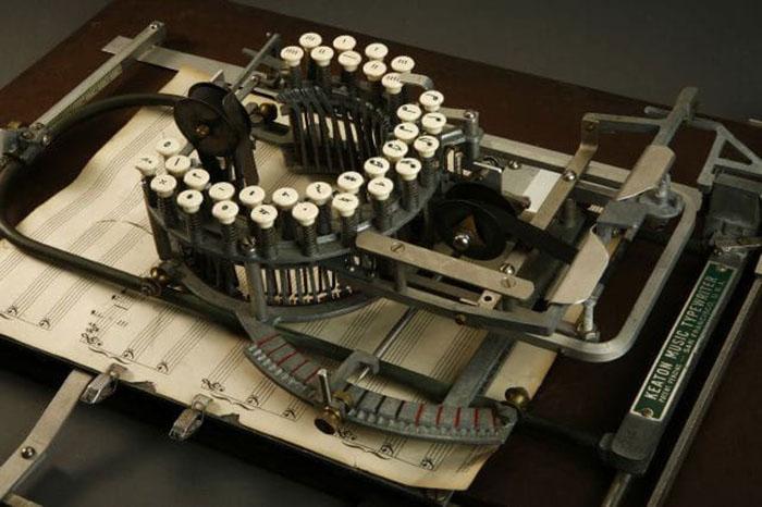 keaton-music-typewriter-photo
