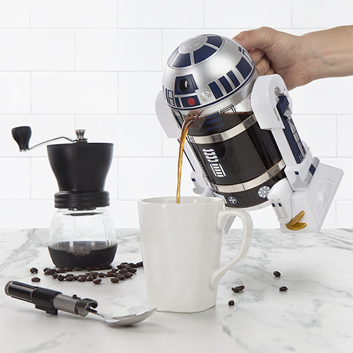 r2-d2 pouring coffee