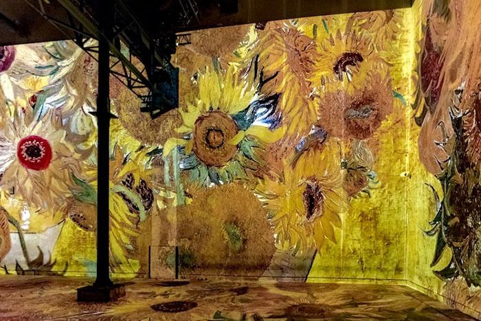 van-gogh-art-atelier-des-lumieres