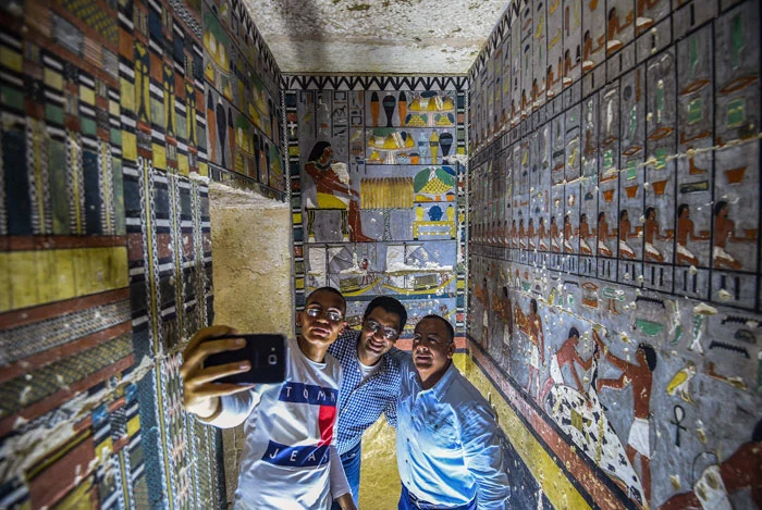 4000-year-old colorful tomb uncovered