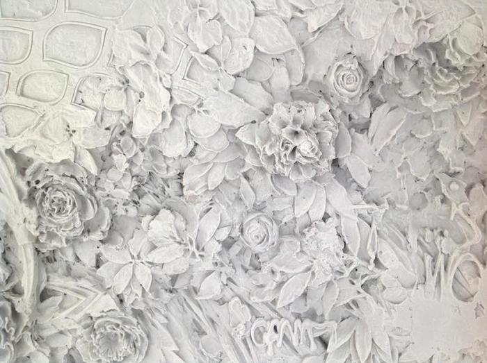bas-relief sculptures flowers