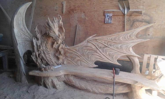 chainsaw carving wood sculpture