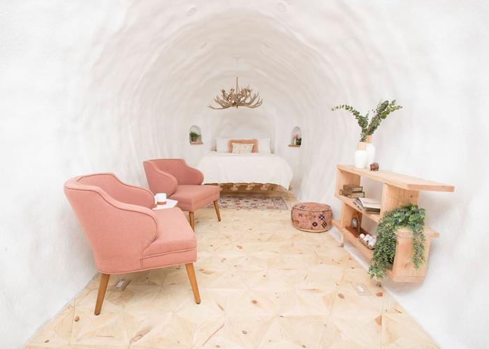giant potato airbnb bedroom