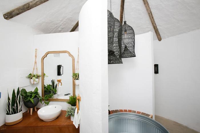 giant potatot airnbnb bathroom