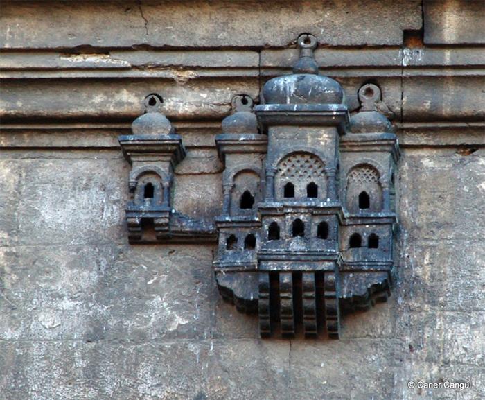 ottoman-style birdhouse