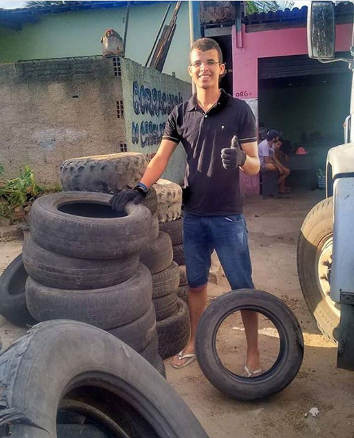 amarildo silva filho upcycles old tires