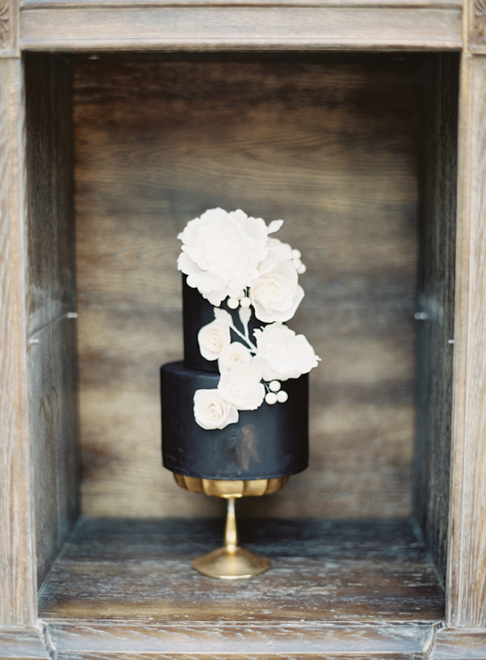 dark wedding cake white flowers