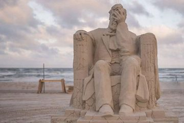 face palm lincoln sandfest