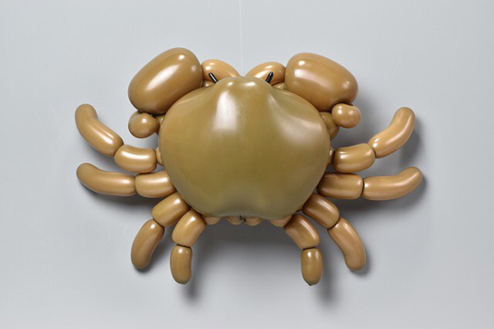 matsumoto colorful twisted balloon sculptures crab