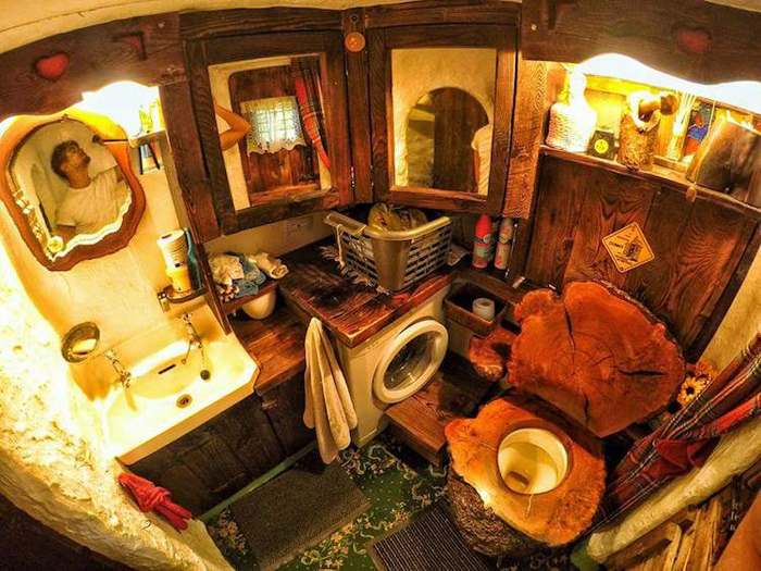 real-life hobbit house bathroom