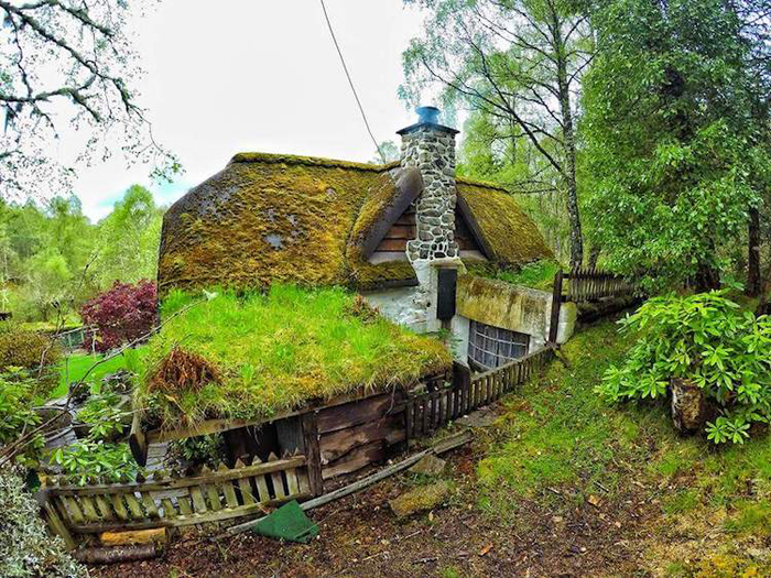 real-life hobbit house surroundings