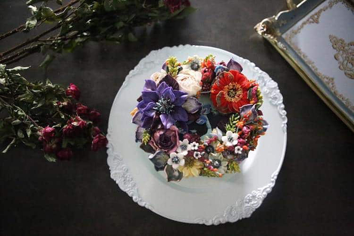 realistic flowers on cake