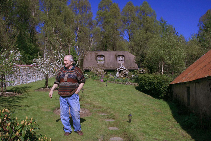 stuart grant real-life hobbit house backyard