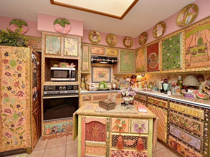 weird ranch style house decoupage kitchen