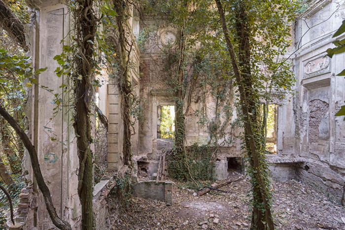 abandoned places mansion