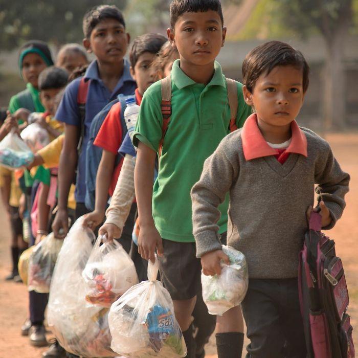 akshar foundation students plastic wastes