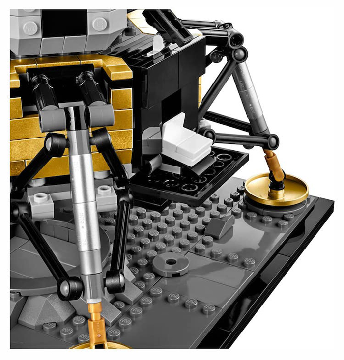 apollo 11 lunar lander lego set forward hatch