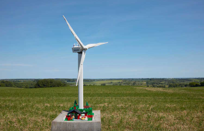 functional LEGO wind turbine kit