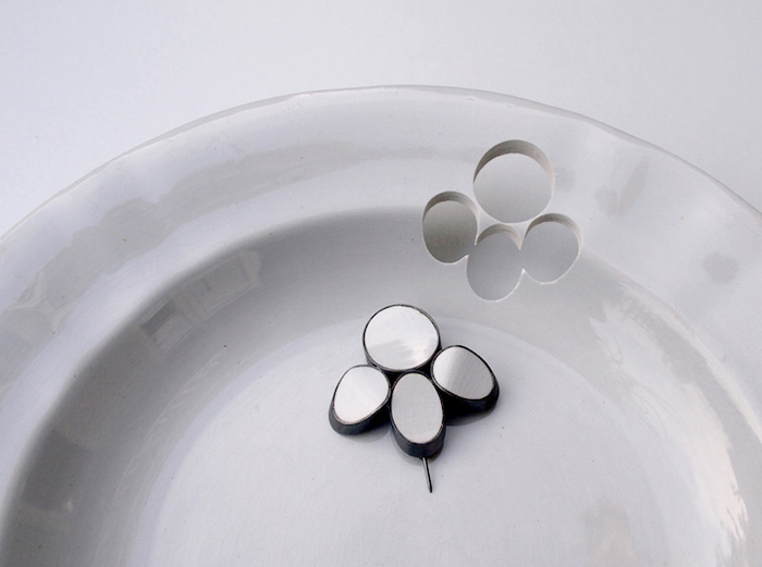 gesine hackenberg ceramic jewelry paw print