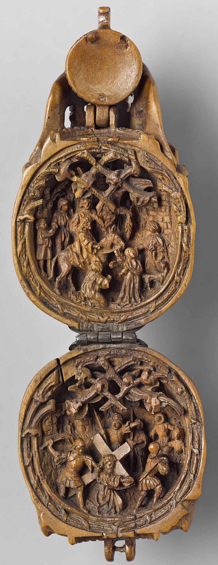 gothic boxwood miniatures skull opened
