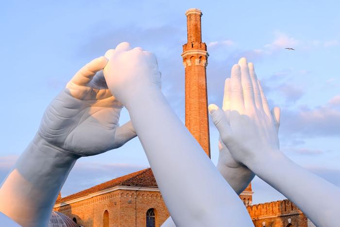 lorenzo quinn building bridges monumental hands sculpture