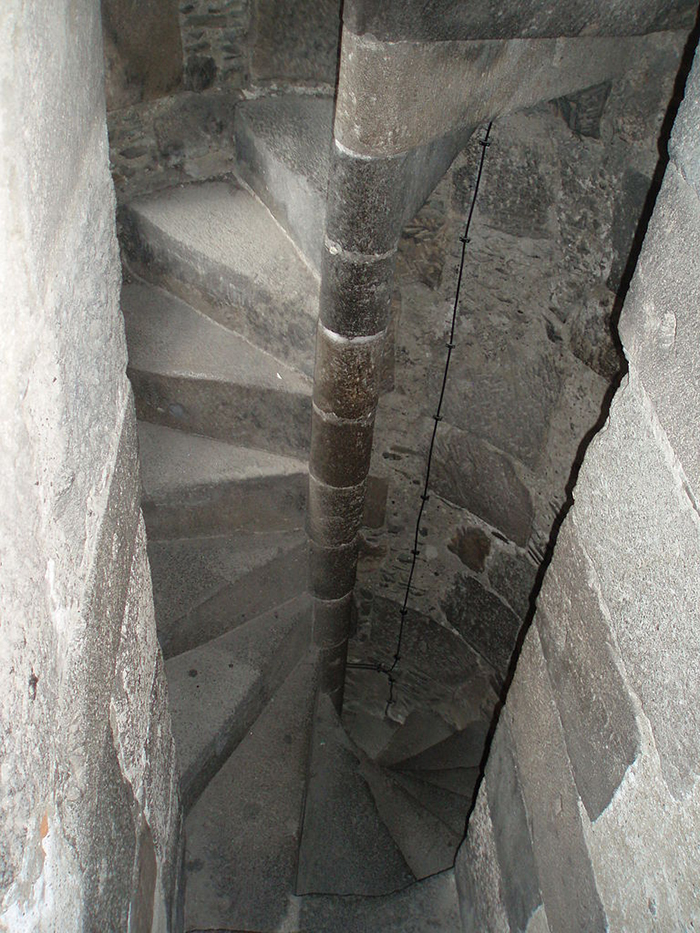 medieval castles spiral staircases explained