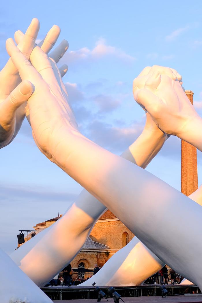 monumental hands sculpture venice