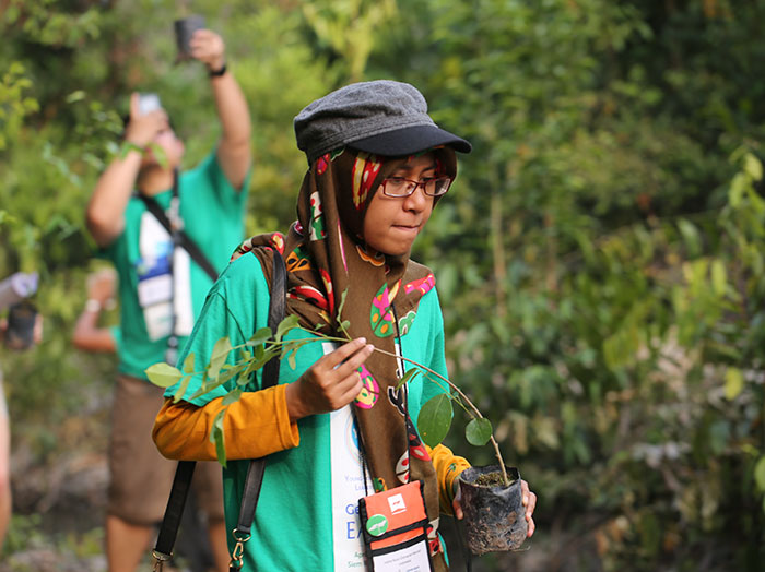 philippines students plant 10 trees bill