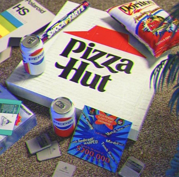 pizza hut brings back old logo