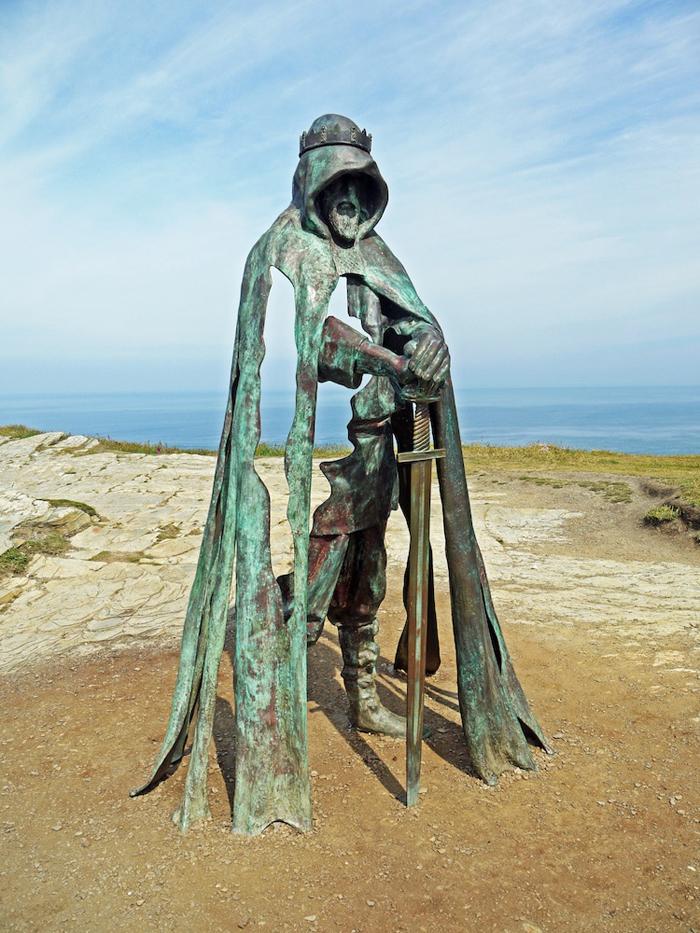 rubin eynon gallos king arthur bronze sculpture