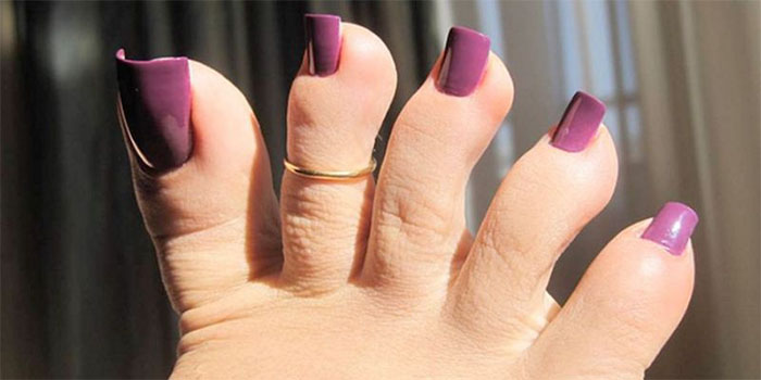 Apparently Long Fake Toenails Are In This Summer And People Are On The Fence About It