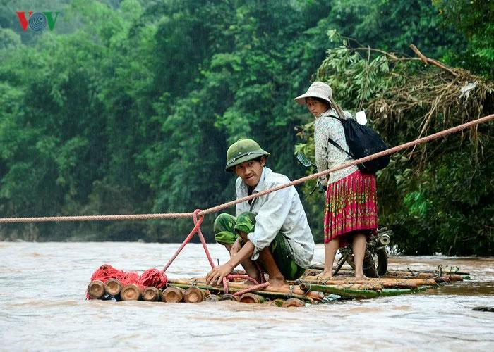 huoi ha village vietname bamboo rafts