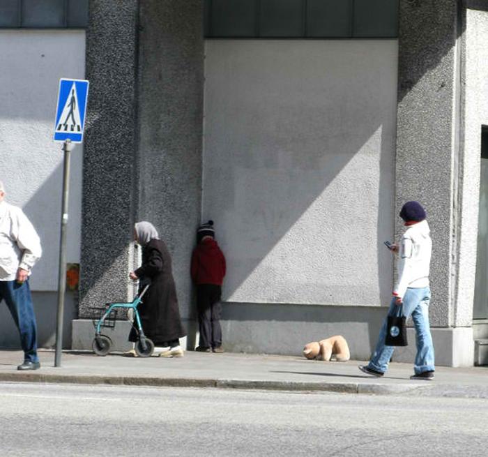 mark jenkins realistic mannequins corner guy malmo sweden