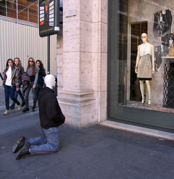 mark jenkins realistic mannequins man bended knee rome italy