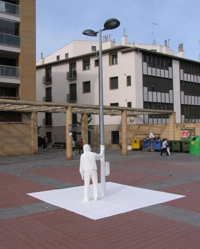 mark jenkins realistic mannequins white painter tudela spain